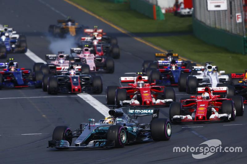 Lewis Hamilton, Mercedes AMG F1, W08; Sebastian Vettel, Ferrari, SF70H; Valtteri Bottas, Mercedes AM
