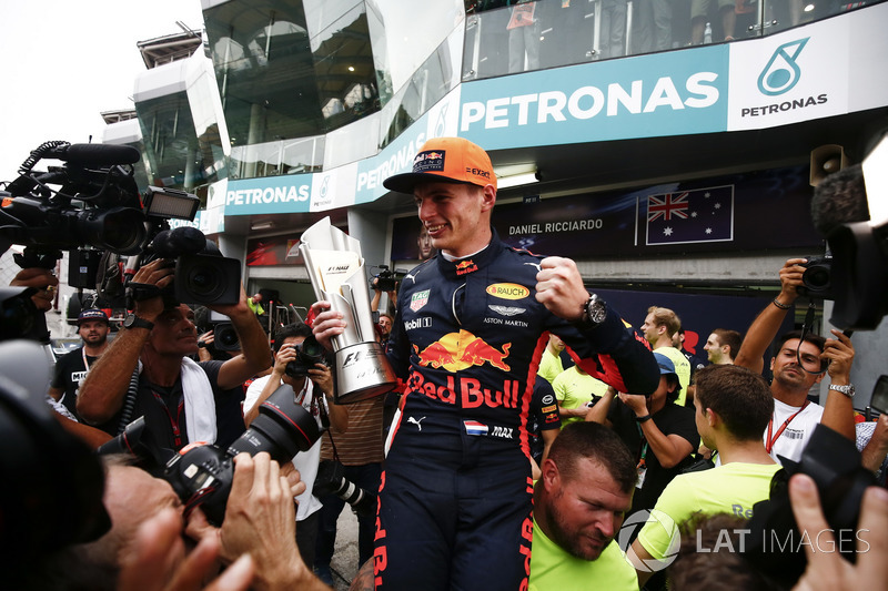 Max Verstappen, Red Bull Racing, race winner, celebrates, his team and his trophy