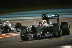 Льюїс Хемілтон, Mercedes AMG F1 W07 Hybrid випереджає Ніко Росберга, Mercedes AMG F1 W07 Hybrid