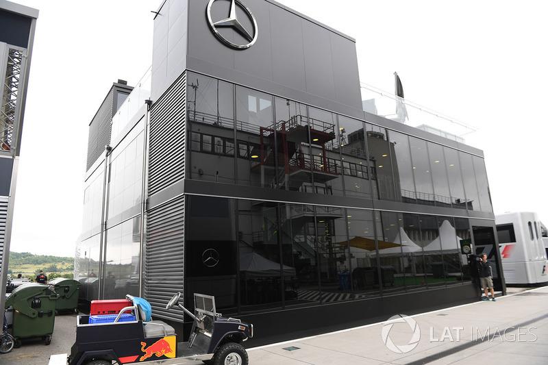 Mercedes AMG F1 W08 motorhome