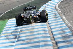 Nico Hulkenberg, Sahara Force India F1 VJM09 sends sparks flying