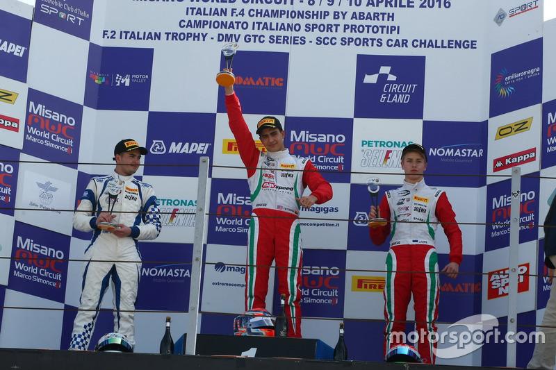 Podio manche A-B: Juan Manuel Correa, Prema Power, Simone Cunati, Vincenzo Sospiri Racing, Juri Vips