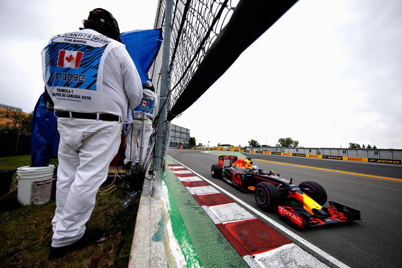 #9: Daniel Ricciardo, Red Bull Racing RB12, lässt Vorsicht walten