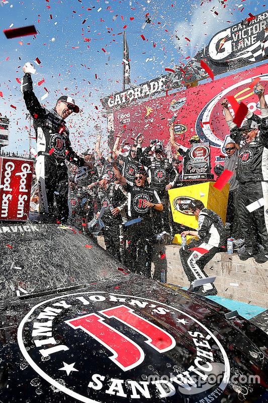 Racewinnaar: Kevin Harvick, Stewart-Haas Racing Chevrolet