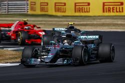 Lewis Hamilton, Mercedes AMG F1 W09, leads Valtteri Bottas, Mercedes AMG F1 W09, and Kimi Raikkonen, Ferrari SF71H