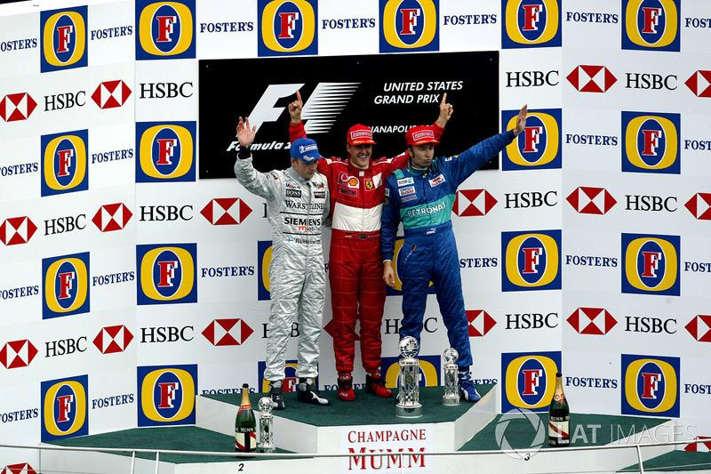 Podyum: 2. Kimi Raikkonen, McLaren, yarış galibi Michael Schumacher, Ferrari, 3. Heinz-Harald Frentzen, Sauber