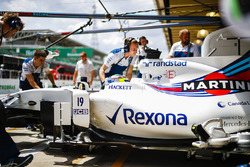 Felipe Massa, Williams FW40, is returned to the garage