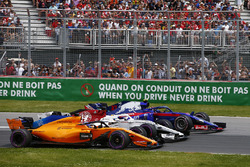 Fernando Alonso, McLaren MCL33, battles with Marcus Ericsson, Sauber C37 and Pierre Gasly, Toro Ross
