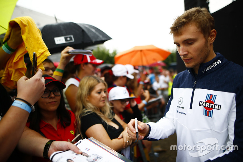 Sergey Sirotkin, Williams, signs autographs for fans