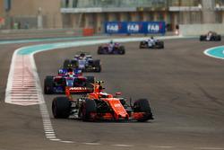 Stoffel Vandoorne, McLaren MCL32, Pierre Gasly, Scuderia Toro Rosso STR12, Pascal Wehrlein, Sauber C36