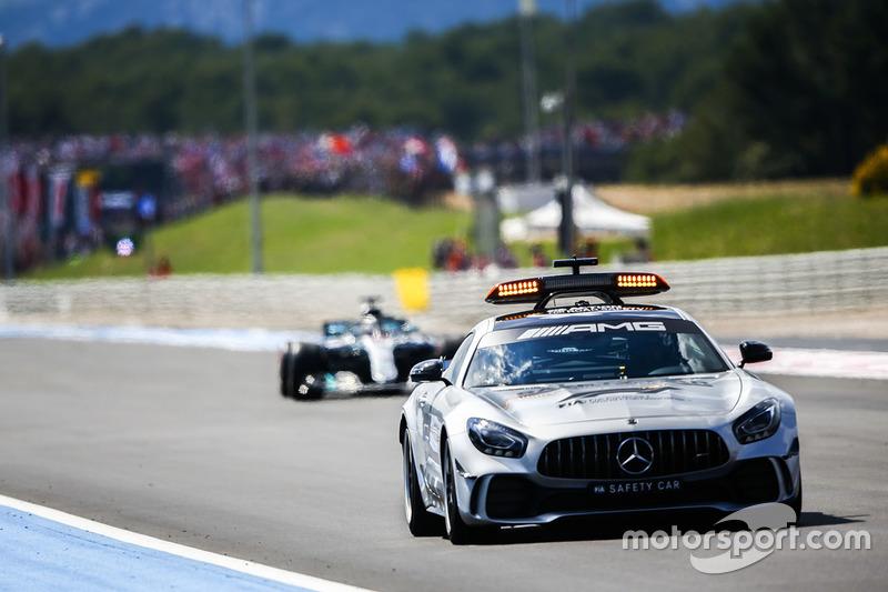 La Safety Car precede Lewis Hamilton, Mercedes AMG F1 W09