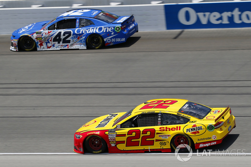 Kyle Larson, Chip Ganassi Racing, Chevrolet Camaro Credit One Bank and Joey Logano, Team Penske, Ford Fusion Shell Pennzoil
