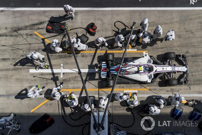 Sergey Sirotkin, Williams FW41, repart après son arrêt au stand