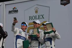 Victory lane, winnaar GTLM: #67 Ford Performance Chip Ganassi Racing Ford GT: Ryan Briscoe, Richard Westbrook, Scott Dixon