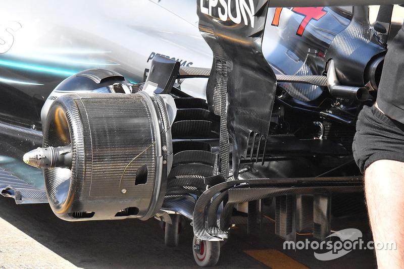 Узел крепления заднего колеса Mercedes F1 W09