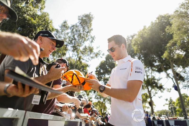 Stoffel Vandoorne, McLaren, signs a cap for a fan