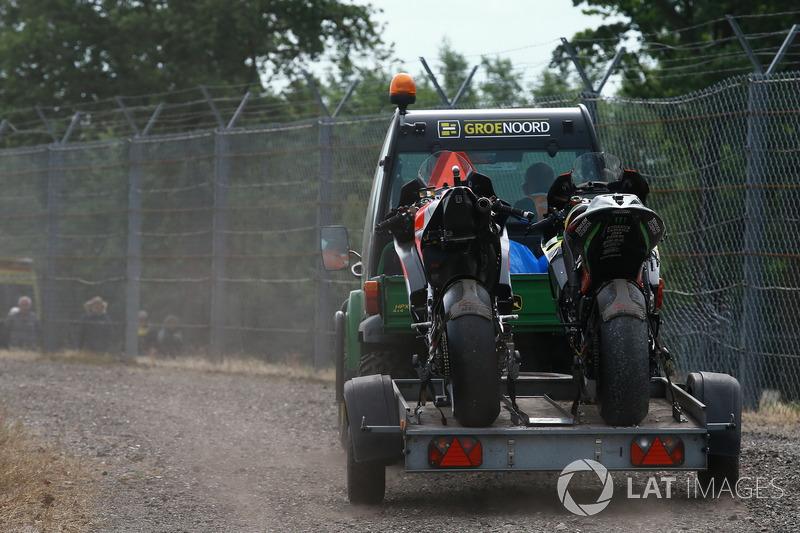 После аварии: мотоциклы Хорхе Лоренсо, Ducati Team, и Йонаса Фольгера, Monster Yamaha Tech 3