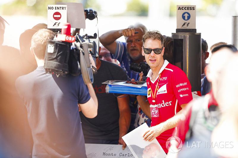 Себастьян Феттель, Ferrari SF70H, з фанатами