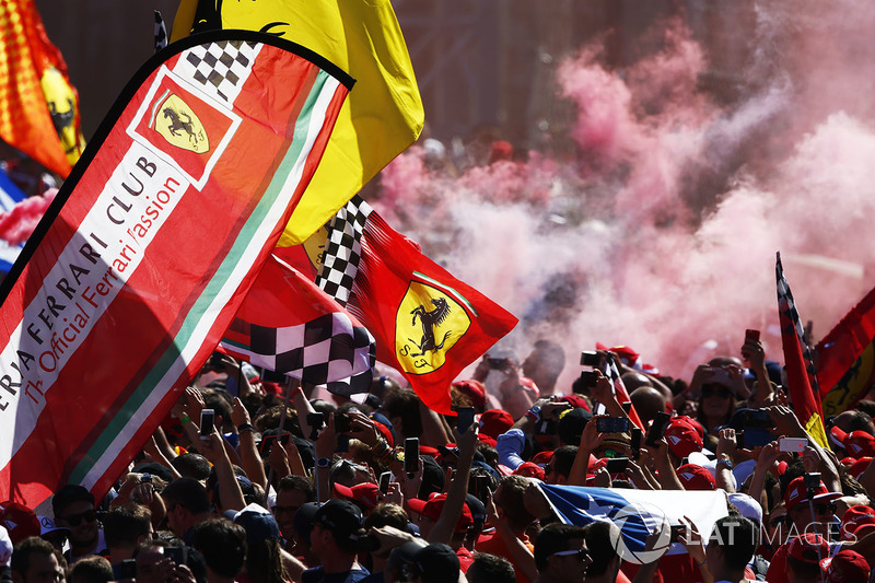 The tifosi invades the track