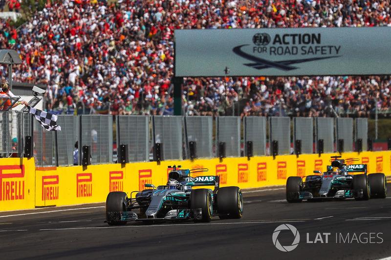 Валттері Боттас, Льюіс Хемілтон, Mercedes-Benz F1 W08 Hybrid, фінішують