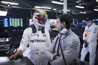 Lewis Hamilton, Mercedes AMG, ve Toto Wolff, Mercedes AMG Direktörü