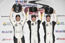 GTLM podium: ganadores, Antonio Garcia, Jan Magnussen, Mike Rockenfeller, Corvette Racing