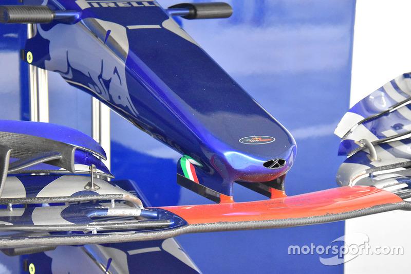 Ніс Scuderia Toro Rosso STR12