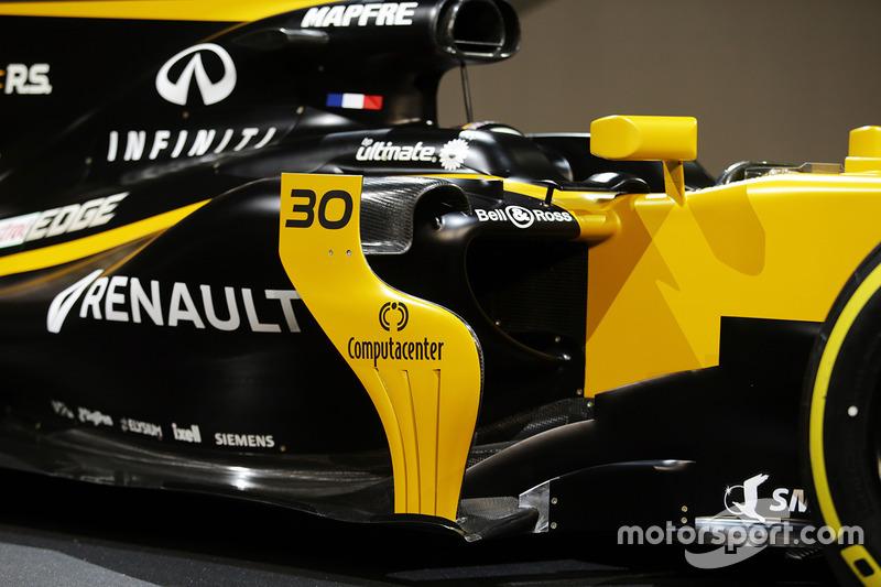 Renault RS17: Seitenkasten