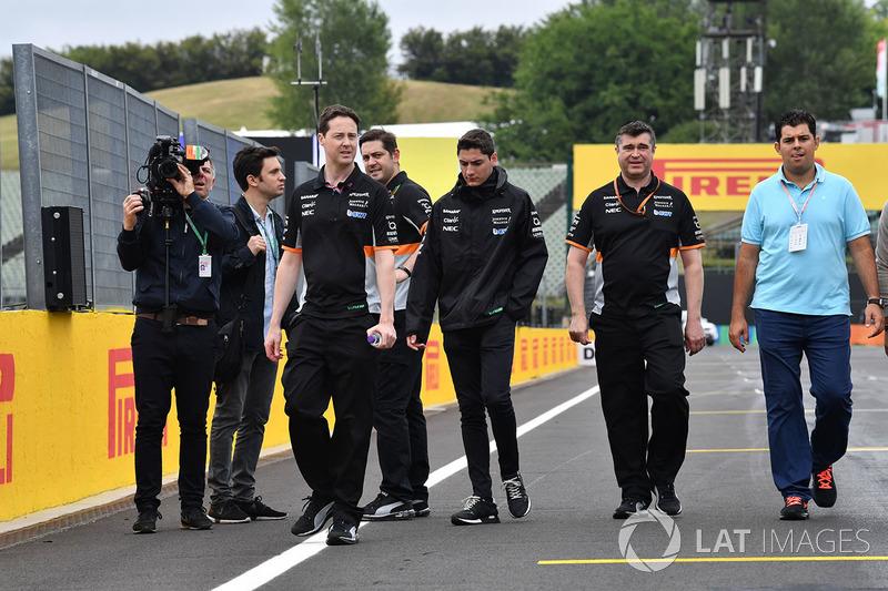 Alfonso Celis jr, Force India camina en la pista