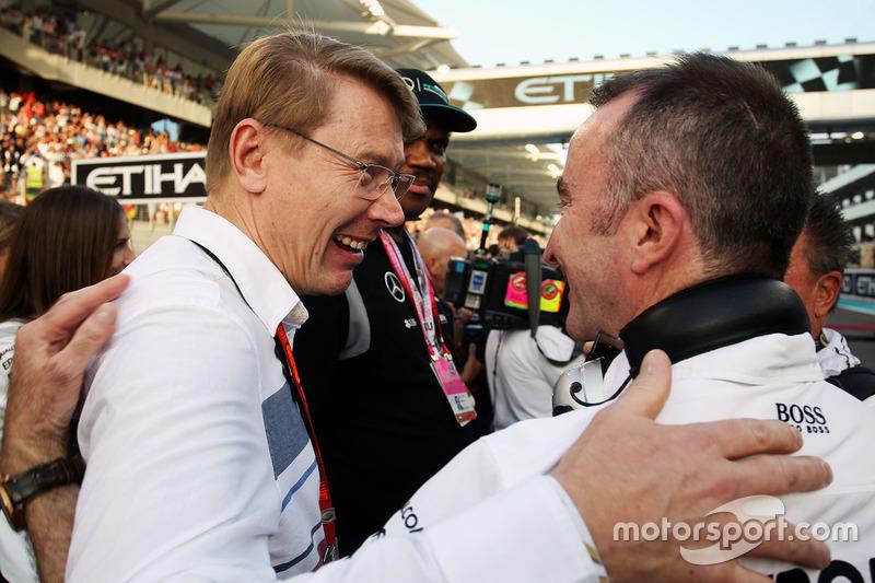 Mika Hakkinen con Paddy Lowe, Director Ejecutivo de Mercedes AMG F1