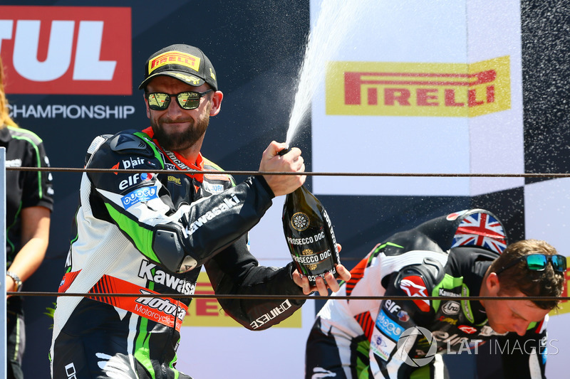 Podio: Ganador de la carrera Tom Sykes, Kawasaki Racing