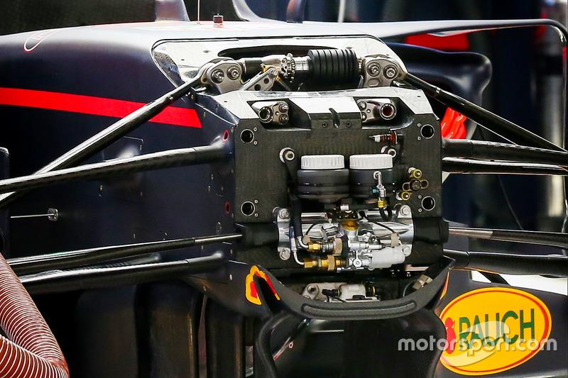 Red Bull RB13 girar las paletas