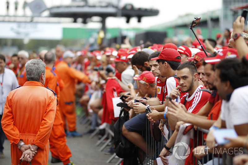 Fans on the pitlane walkabout