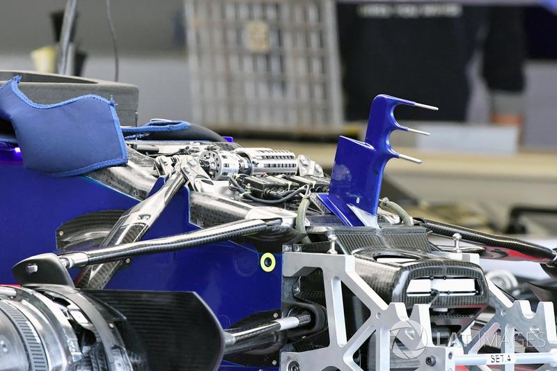 Детали передней подвески Toro Rosso STR12