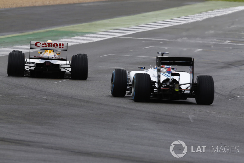 Paul di Resta Williams FW40; Karun Chandhok, Williams FW14B Renault
