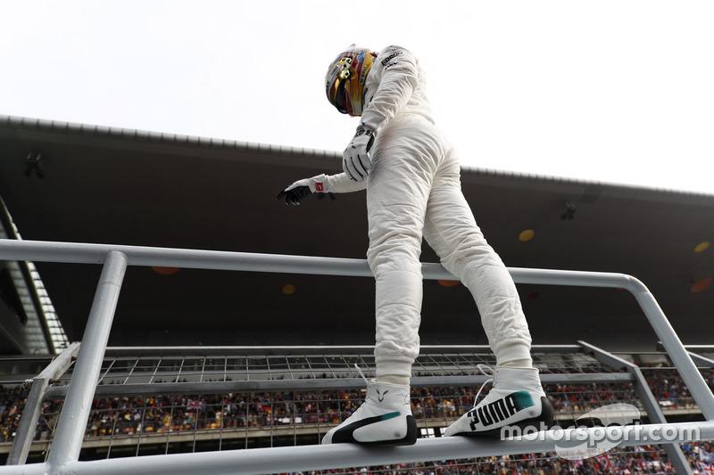 Ple man Lewis Hamilton, Mercedes AMG, celebrates in Parc Ferme