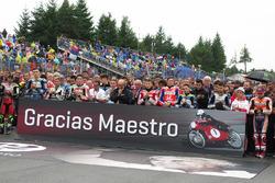 Riders tribute to Angel Nieto