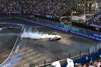 Lucas Di Grassi, Audi Sport ABT Schaeffler, Audi e-tron FE05, des donuts after winning the race
