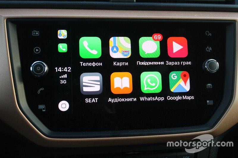 Базовою для Ibiza є медіасистема Color з 6,5 дюймовим кольоровим сенсорним екраном, але наша версія з опціонним дисплеєм на 8 дюймів мультимедійної системи Plus. З опцією Full Link, за допомогою Android Auto чи Apple CarPlay мультимедійну систему можна з'єднати зі смартфоном.
