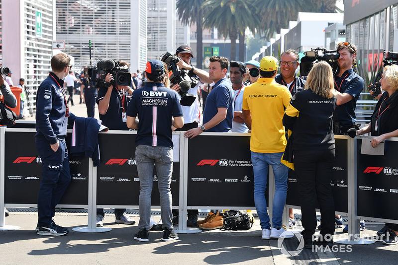 Sergio Perez, Racing Point Force India et Carlos Sainz Jr., Renault Sport F1 Team, parlent à la presse