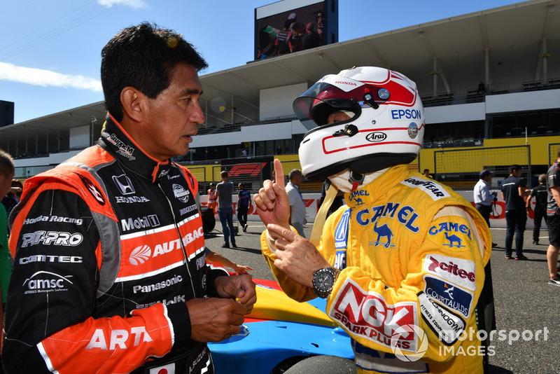 Aguri Suzuki dan Satoru Nakajima, acara demonstrasi lap Perayaan Legenda F1 ke-30
