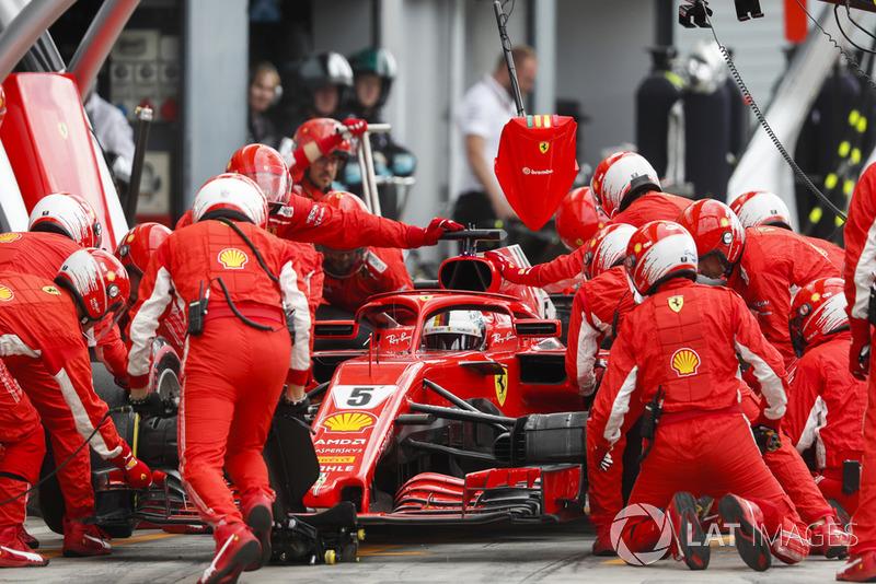 Sebastian Vettel, Ferrari SF71H, pits