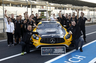 Winners #88 Akka ASP Team Mercedes-AMG GT3: Raffaele Marciello, Michael Meadows with the team