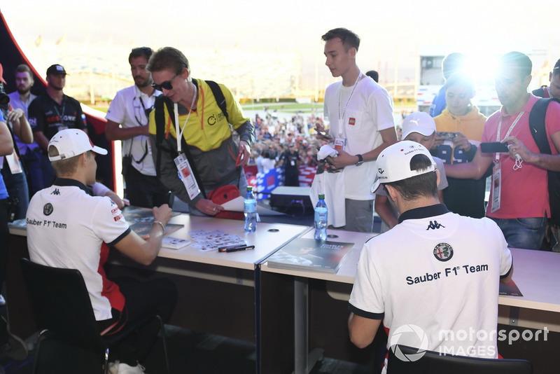 Marcus Ericsson, Sauber and Charles Leclerc, Sauber sign autographs