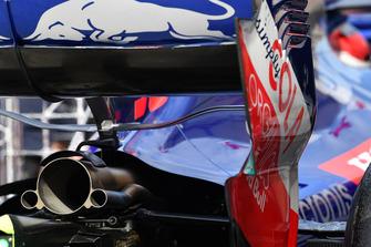 Scuderia Toro Rosso STR13, scarico