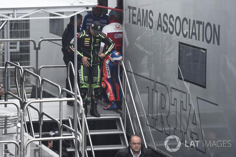 Johann Zarco, Monster Yamaha Tech 3 saliendo de la reunión de seguridad