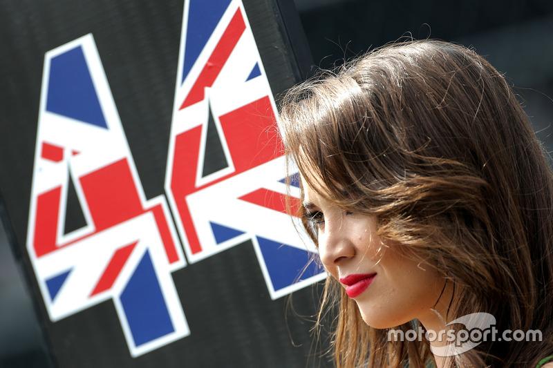 Gridgirl von Lewis Hamilton, Mercedes AMG F1