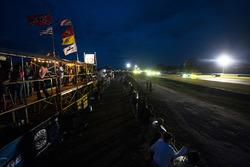 Night racing atmosphere
