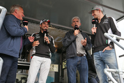 Johnny Herbert, Sky Sports F1 Presentador; Sergio Pérez, Sahara Force India F1; Damon Hill, Sky Spor
