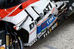 De moto van Andrea Iannone, Ducati Team na crash